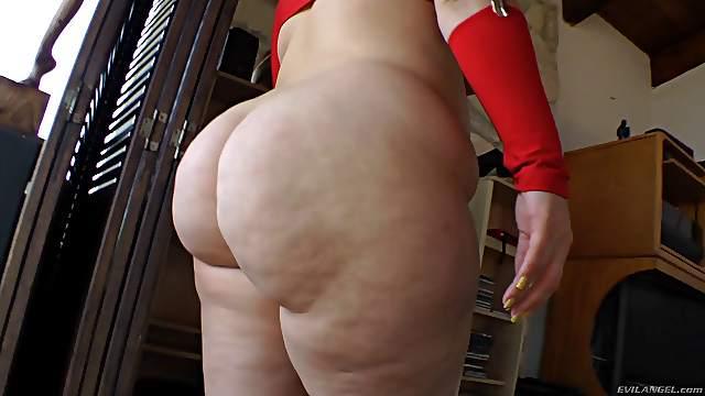 Sexy porn solo hottie displays seductive body in a hot erotic action