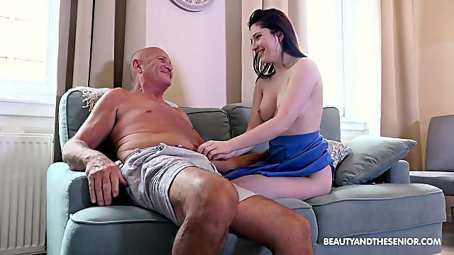 Older guy slides his fat prick in tight pussy of Mia Evans