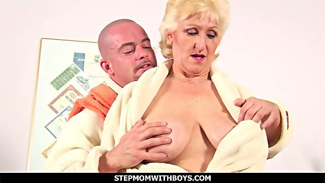 Busty Old Mature Woman Fucks With a Friend In The Bathroom