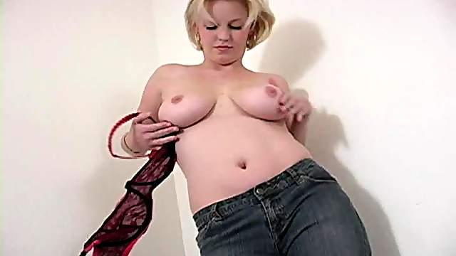 Short haired blonde with great tits sucks cock