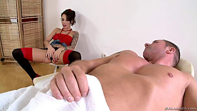 A little extra tip lets him fuck the hot masseuse at the spa