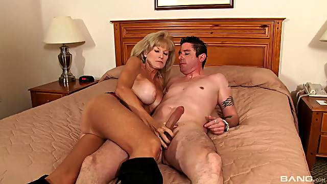 A mature amateur woman gets fucked and jizzed on by a younger guy