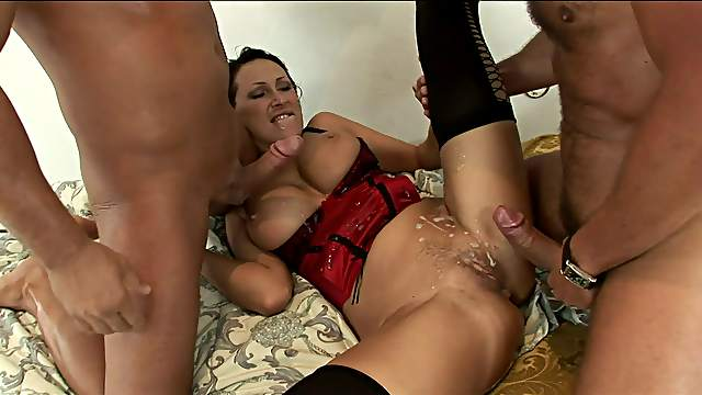 Wild MMF threesome ends with a double cumshot for Mandy Bright
