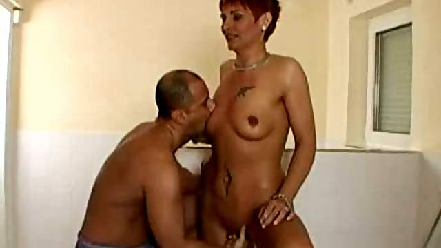 Mature bitch Elisabeth gets her vag fingered and fucked as never before