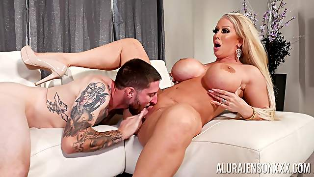 Top cougar gets the young dick to ruin her soaked cunt