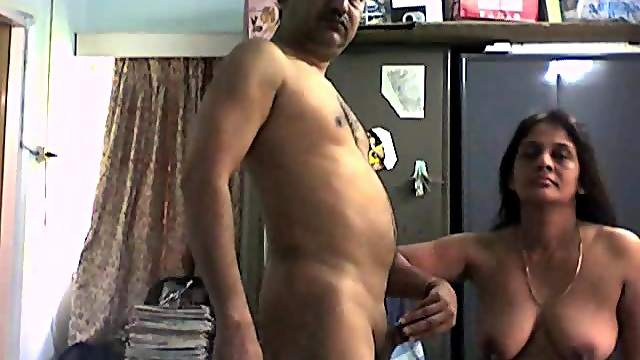Amateur Indian chick is sucking that tasty prick