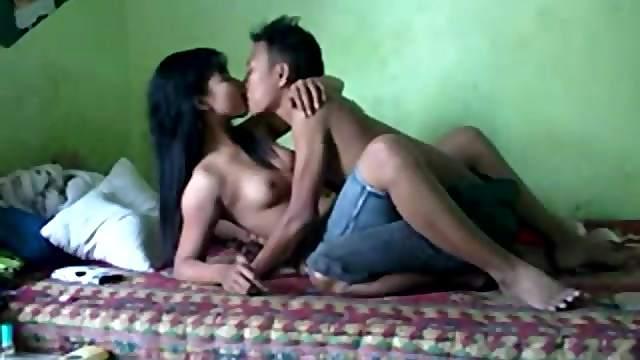 Amateur Thai couple have a nice sex