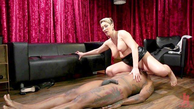 dominant lady Ryan Keely wants to punish her lover with hard fuck