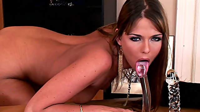 Exquisite Simony Diamond gets off nude on her office table