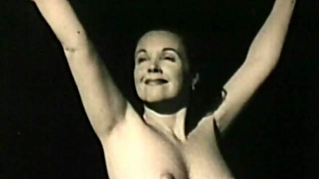 Retro babe posing nude in outdoor