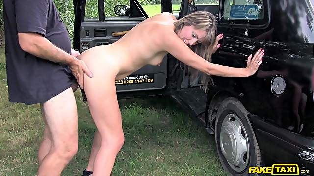 Car sex in insane hardcore scenes for the married MILF