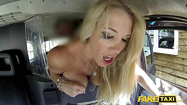 Fucking a bimbo slut in the back of his taxi